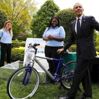 Obama_bicycle_water_2