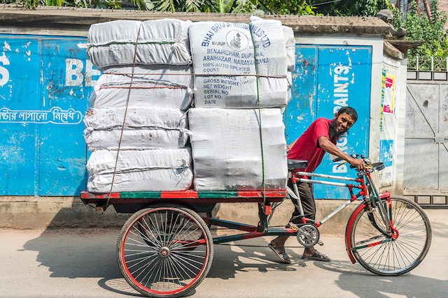 Bike Riders of Dhaka. Foto di Richard Silver