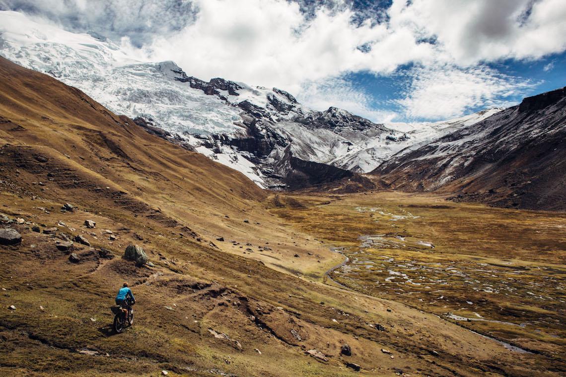 Ausangate Traverse. Bikepacking in Perù