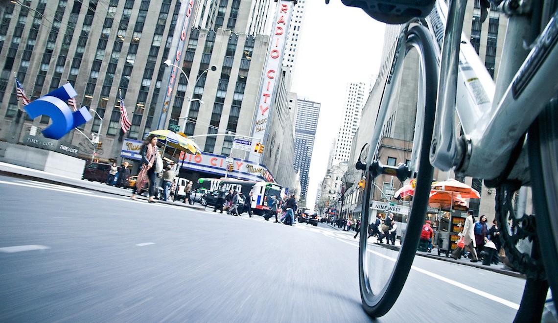 NYC By Bike. Fotografie di Tom Olesnevich