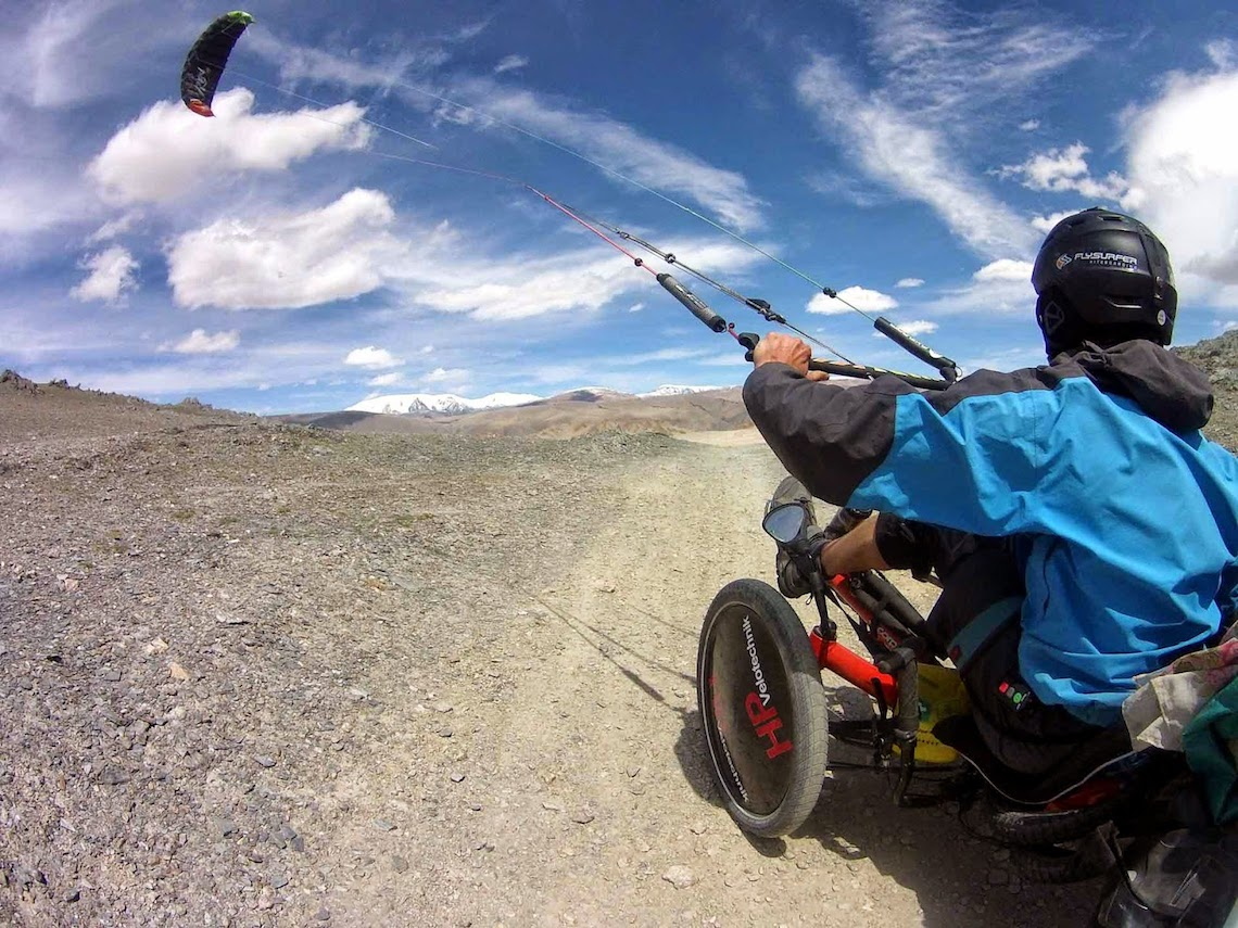 The Transmongolian Kite-Trike-Tour_urbancycling_1