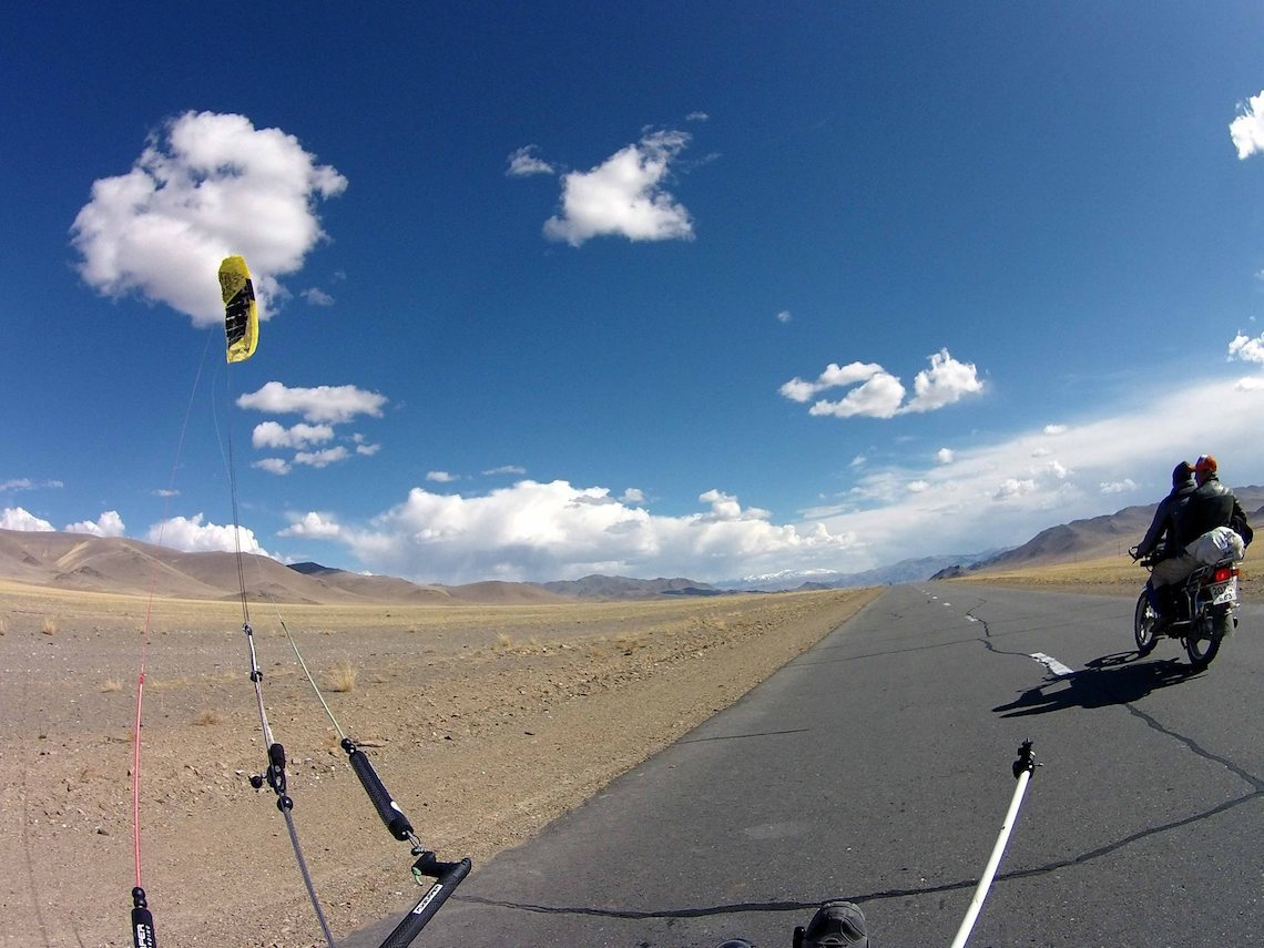 The Transmongolian Kite-Trike-Tour_urbancycling_3