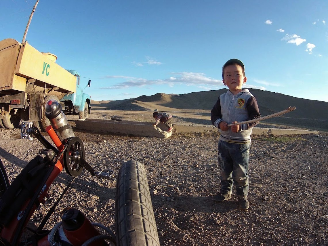 The Transmongolian Kite-Trike-Tour_urbancycling_4