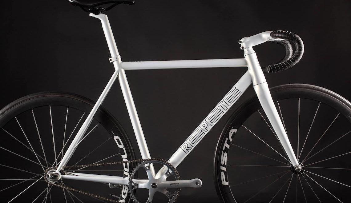 Repete Falcon track bike. Da Praga, con il cuore italiano