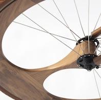 Bellissima bici urbana in legno di noce!