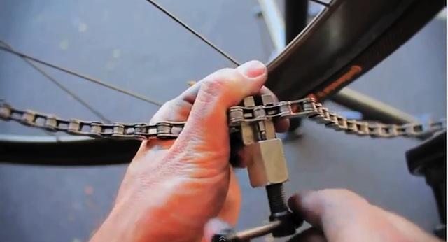 Mikes Bikes Tutorials. Installare e rimuovere la catena