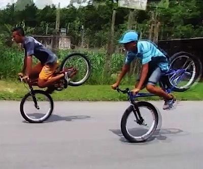 Equilibrismi in bici dal Brasile