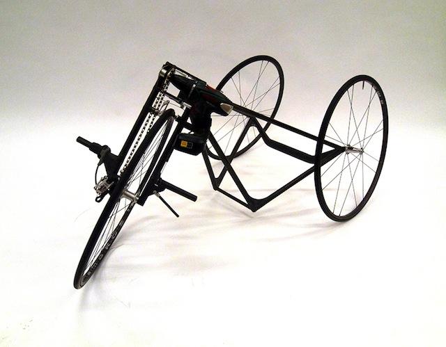 Triciclo in carbonio azionato da un avvitatore elettrico