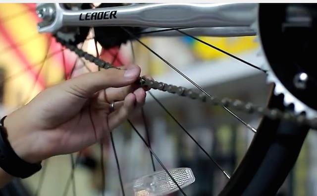 Come assemblare una bici a scatto fisso