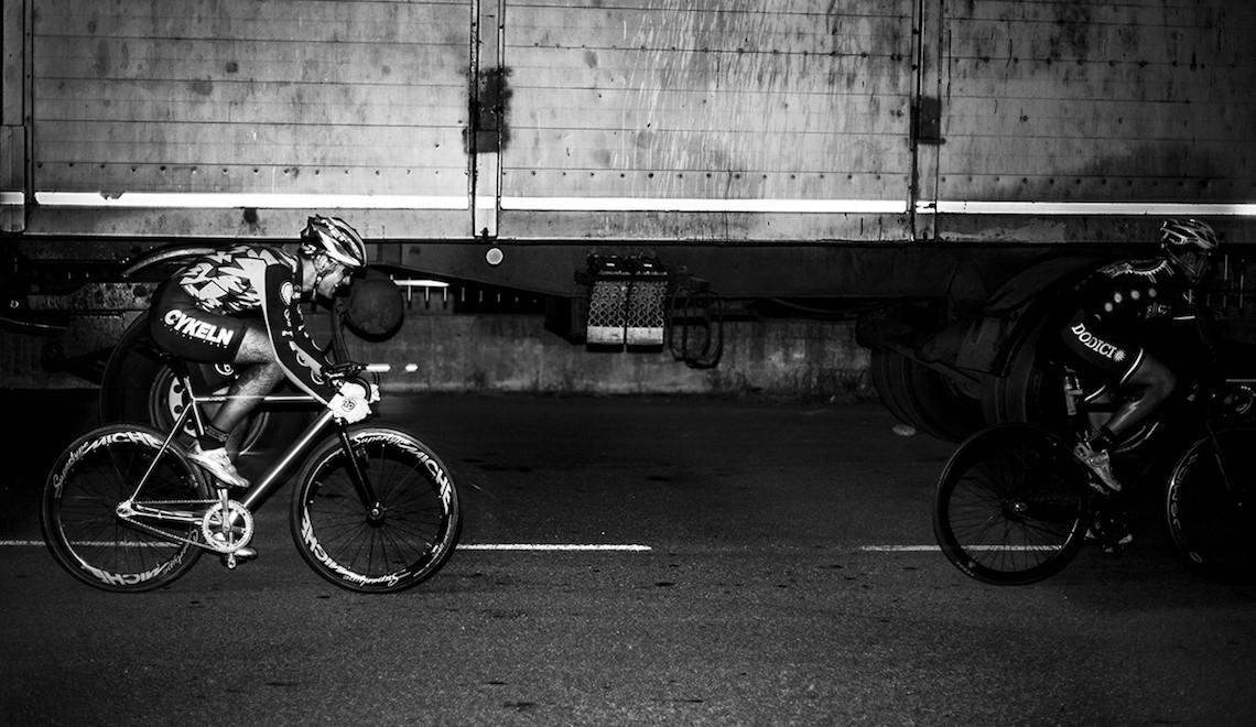 Criterium. Le foto in bianco e nero di Matteo Buonomo