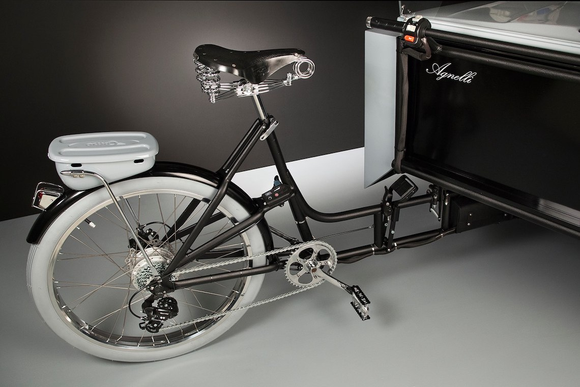 """2CV Paris. La """"car go bike"""" di Agnelli Milano Bici"""