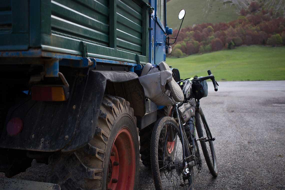 Bikepacking in Abruzzo. La tana del lupo
