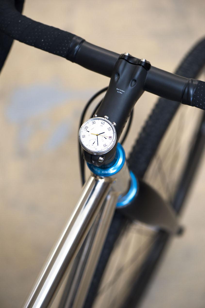 Moskito analogic_smart_watch_for bike_urbancycling_5