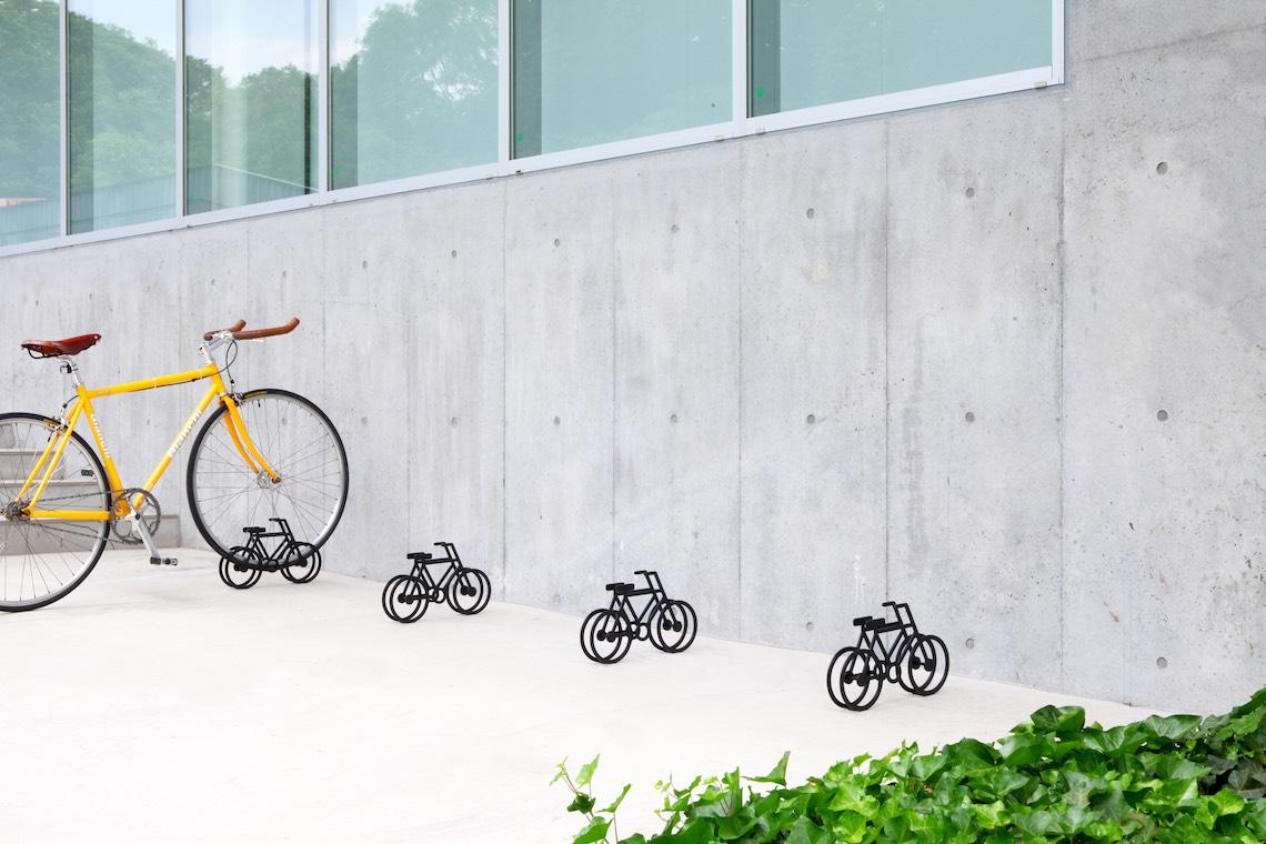on bicycle stand Yuma_Kano_urbancycling_1