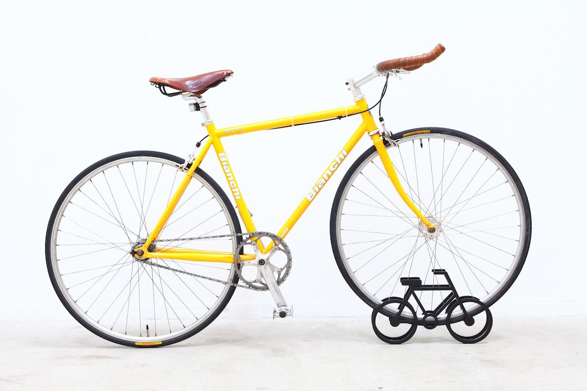 on bicycle stand Yuma_Kano_urbancycling_2