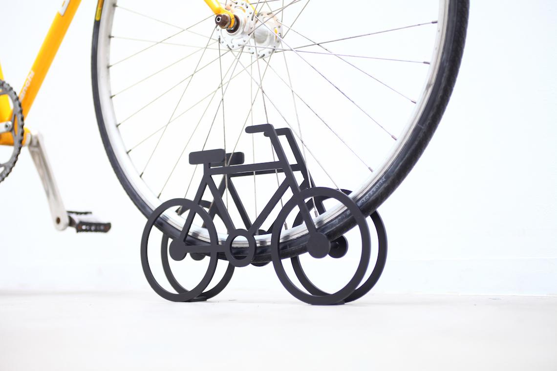 on bicycle stand Yuma_Kano_urbancycling_3