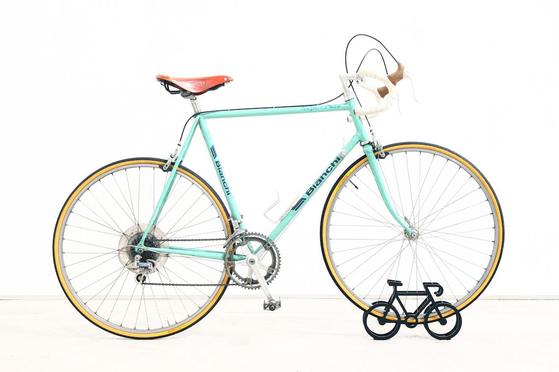 on bicycle stand Yuma_Kano_urbancycling_4
