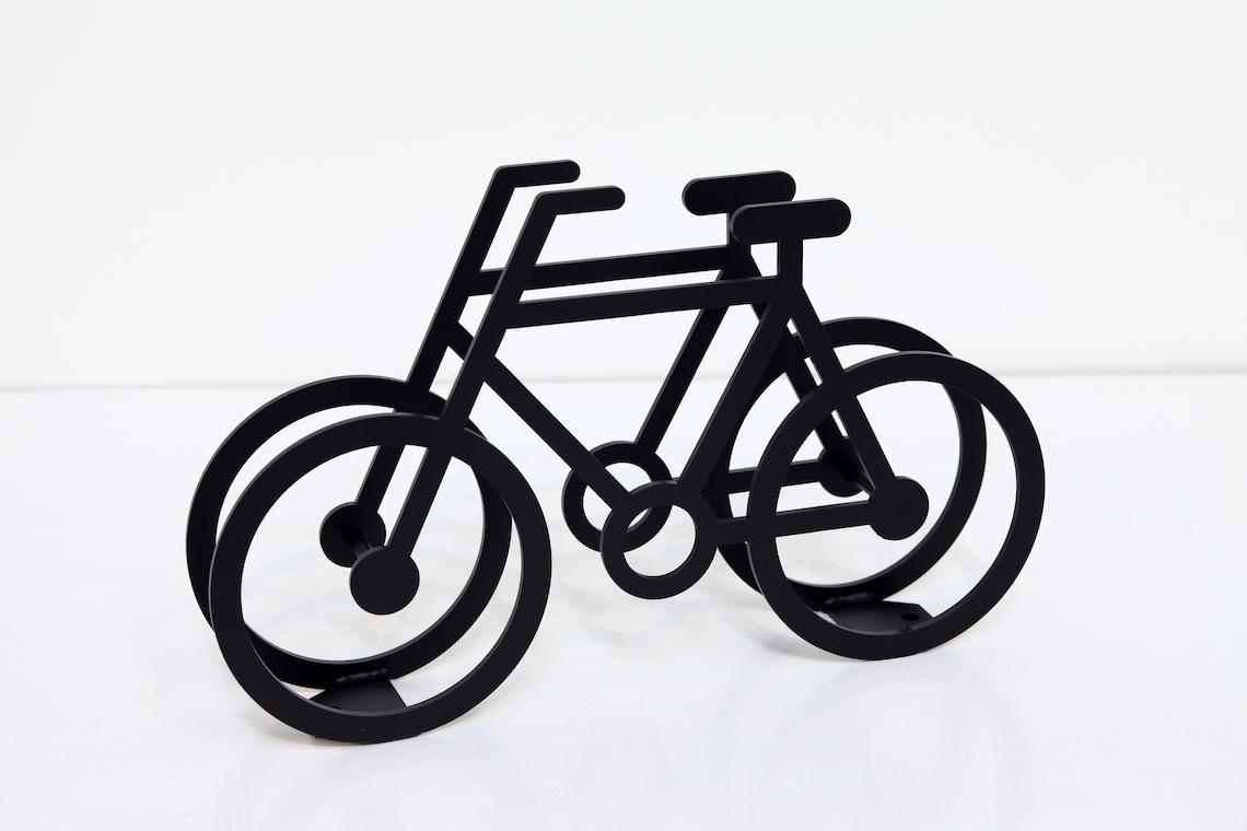 on bicycle stand Yuma_Kano_urbancycling_6