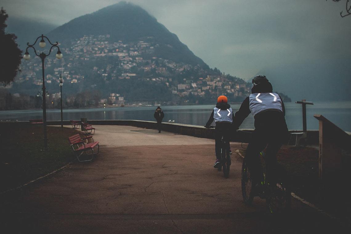 CLARA il gilet luminoso per i ciclisti_3