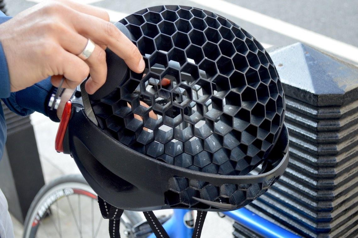 Cyclo Il_casco_pieghevole_in_plastica_riciclata_urbancycling.it_3
