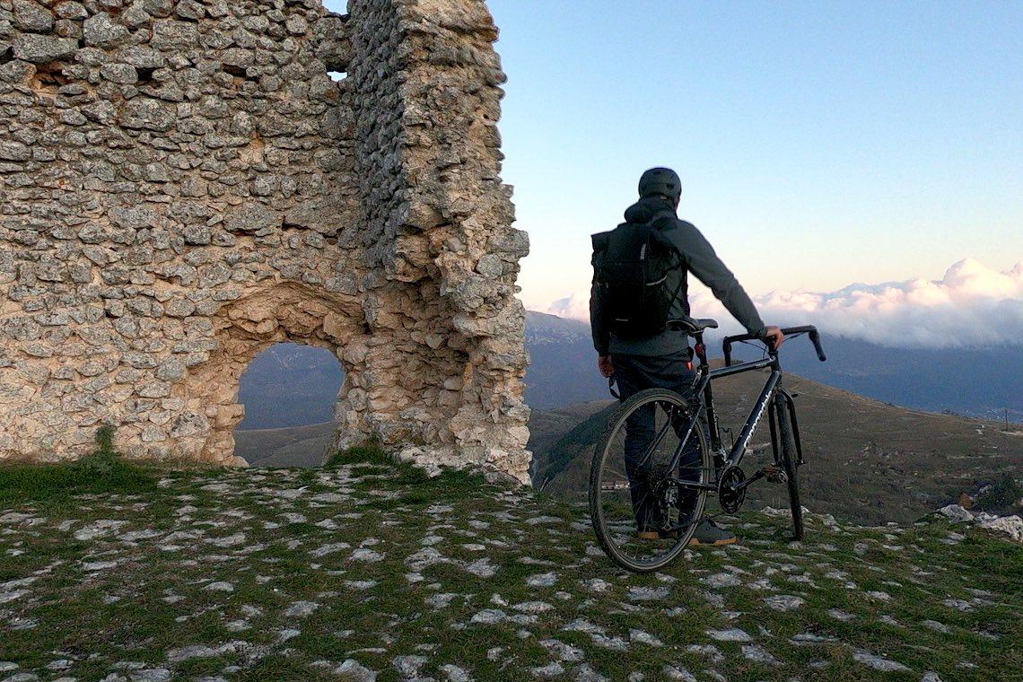 Giro in bici_Rocca_Calascio_AQ_urbancycling_it_Photo_credit__Mauro_Tarani_20