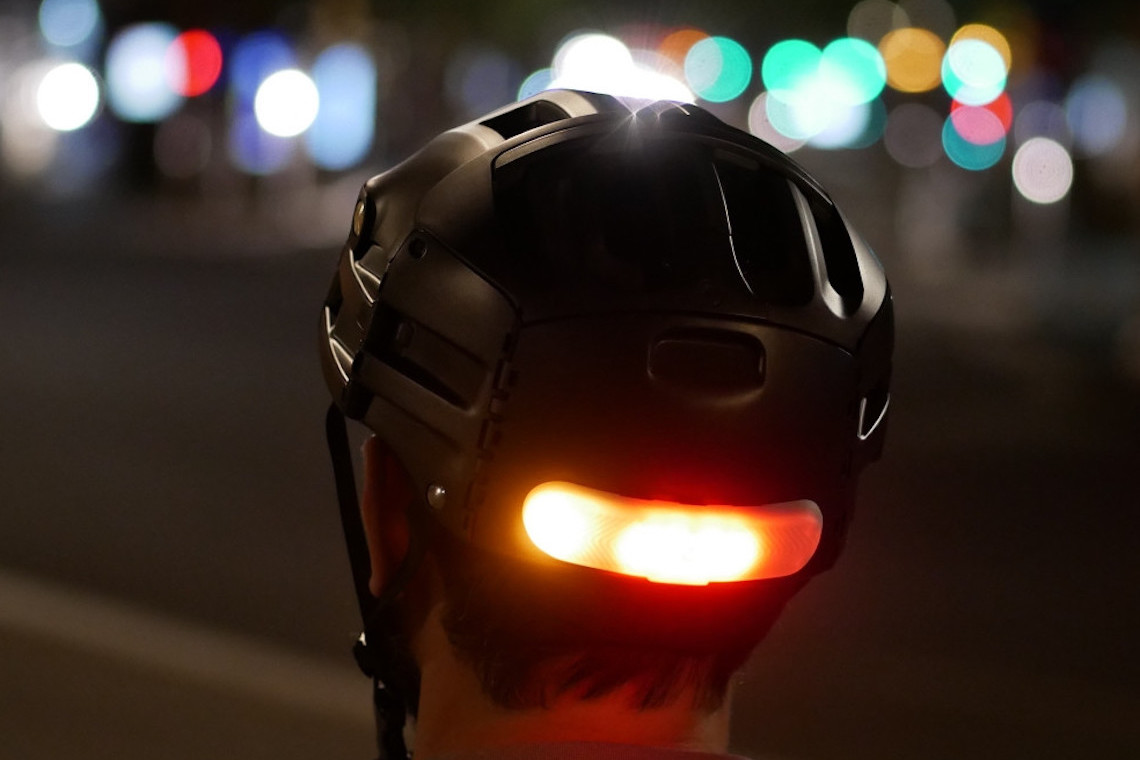 BLINXI_smart_indicator_light_for_helmet_1