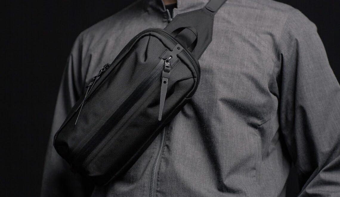 TKS. Una piccola borsa a tracolla, comoda e impermeabile