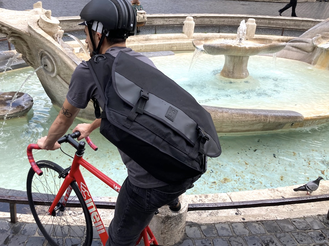 Chrome in Rome Citizen_Messenger_Bag_urbancycling_it_2
