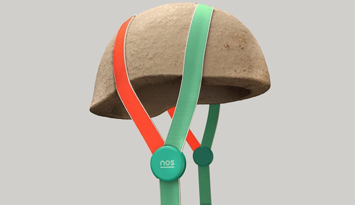 Grow it Yourself. Il casco fatto con il fieno e i funghi