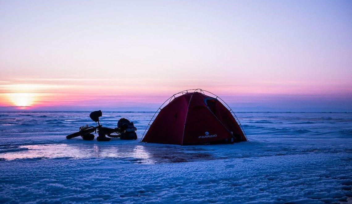 Whiteout. Gaëlle Bojko, bikepacking sul lago Baikal