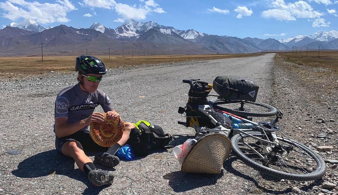 Josh Reid. Dalla Cina al Regno Unito in bici per 15.000 km